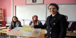Esra Zeytin Sürücüoğlu, Oyunu Kullandı