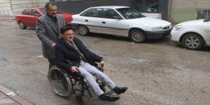Tekerlekli Sandalye İle Oyunu Kullandı