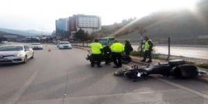Motosiklet Kaldırıma Çarptı : 1 Ölü
