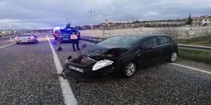 Otomobil Bariyere Çarptı
