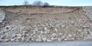 Yüksekova'da İstinat Duvarı Çöktü