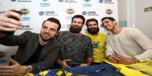Fenerbahçe Beko'nun Yıldızları, İmza Gününde Taraftarlarla Buluştu