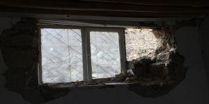 Evine Önce İstinat Duvarı, Sonra Deprem Zarar Verdi