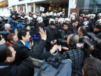 Bugün ve Kanaltürk Televizyonlarını Basan Polis Canlı Yayınları Zorla Durdurdu