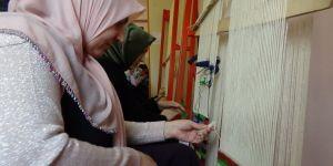 Kadınlar, devlet kurslarında sanat öğreniyor
