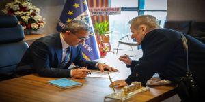 Başkan Işık, Vatandaşların Tebriklerini Kabul Ediyor
