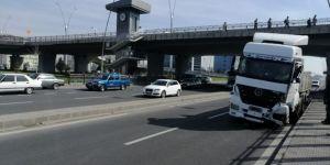 Sürücüsü Kalp Krizi Geçiren Tır, Köprü Ayağına Çarptı