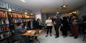 Yazar Gökyıldız'a Çitlembik Kahvesi Sürprizi