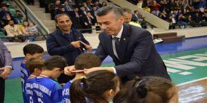 Edremit'te Geleneksel Çocuk Oyunları Ödülleri Sahiplerini Buldu