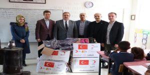 Türk Kızılay Adıyaman Şubesi Uzunpınar İlköğretim Okuluna Yardım Dağıttı