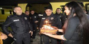 Polislere sazlı pastalı sürpriz