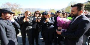 Polis Haftası Etkinliklerinde Sürpriz Evlenme Teklifi