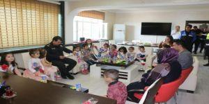 Minik Öğrencilerden Cizre Polisine Ziyaret