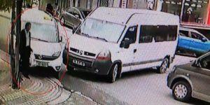 Minibüse Çarpmamak İçin Kaldırıma Çıktı, Yaşlı Adamı Elektrik Direğine Sıkıştırdı