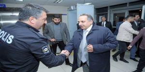 Başkan Yalçın'dan Nöbetteki Polislere Ziyaret