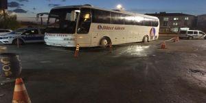 Tamir Etmek İstediği Otobüsün Altında Kalarak Yaralandı