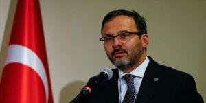 Bakan Kasapoğlu, Polat Kemboi Arıkan'ı kutladı