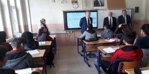 Rektör Akın'dan, Mezun Olduğu Erzincan Lisesinde Öğrencilerle Bir Araya Geldi