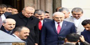 Cumhurbaşkanı Erdoğan Cuma Namazını Binali Yıldırım İle Birlikte Kıldı