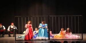 Aydın Büyükşehir Belediyesi Tiyatro Atölyesinden Tarihi Oyun