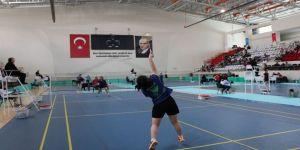 Erzincan'da Gençler Badminton Türkiye Şampiyonası Başladı