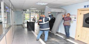 Edremit'te Başkan X-ray Dedektörlerini Kaldırttı