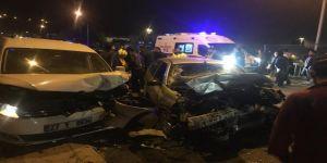 Köprüde İki Araç Kafa Kafaya Çarpıştı: 4 Yaralı