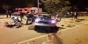 Takla Atan Otomobil Ağaçları Devirdi: 2 Ölü, 1 Yaralı