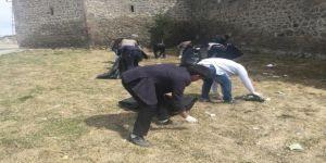 Ardahan'da Mahalle Sakinleri Çevre Temizliği Yaptı