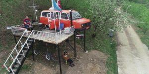 Kızları Ağaç Ev İstedi, O Onlara Minibüsten Ev Yaptı