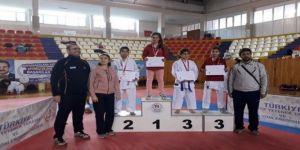 Okullar Arası Karate Turnuvasında Bölge Şampiyonu Ayşenur Yıldırım