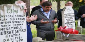 Bordo-mavili Taraftarlar Mezarları Başında Anıldı