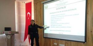 Öğrencilere 'Kişisel Güvenlik Ve Suçtan Korunma' Semineri Verildi