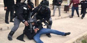 İsrail, 12 Filistinliyi gözaltına aldı