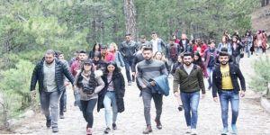 Öğrencilerden Doğa Yürüyüşü
