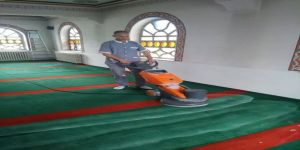 Gönen Camileri'nde Ramazan Temizliği