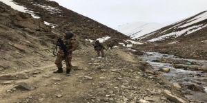 PKK'nın gömülü bidonunda uzi makineli tabanca çıktı