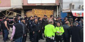 İzmir'de kamyon kıraathanenin içine girdi: 2 ölü, 4 yaralı