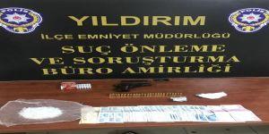 Polisten Kaçan Araçtan 20 Bin Liralık Uyuşturucu Çıktı