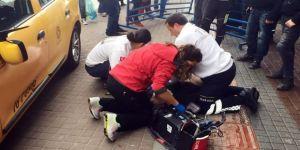 Direksiyon Başında Seyir Halindeyken Kalp Krizi Geçiren Taksici Önce Bariyere Ardından Kadına Çarptı