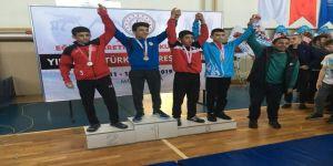 Güreşçiler Malatya'dan Madalyalarla Döndü