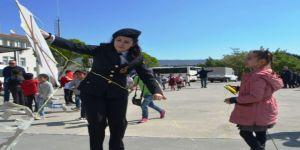 Aydın Jandarması 23 Nisan Öncesi Çocukları Uçurtma Şenliğinde Eğlendirdi