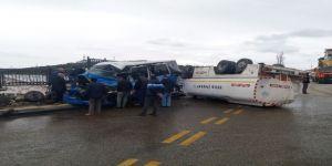 Mazot Yüklü Tanker Dolmuşa Çarpıp Takla Attı: 1 Yaralı