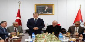 Konak Belediye Başkanı Batur'a Burhan Özfatura Desteği