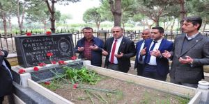 Kaya eski başkanları mezarları başında andı