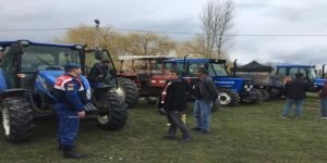 Jandarma, traktör sürücülerini bilgilendirdi