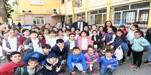 23 Nisan çocuklarından Gümrükçü'ye sevgi seli