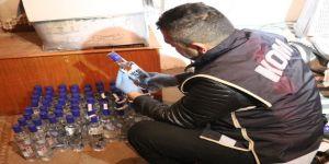 Ayakkabıcıda 37,5 litre kaçak içki ele geçirildi