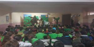 Minikler sincap çocuk tiyatrosuyla doyasıya eğlendi