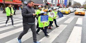 Minik Trafik Polisleri İş Başında